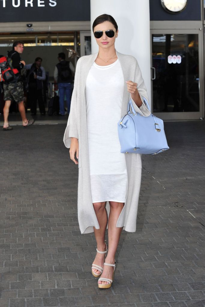 miranda-kerr-fashion-style-at-lax-airport-april-2015_1